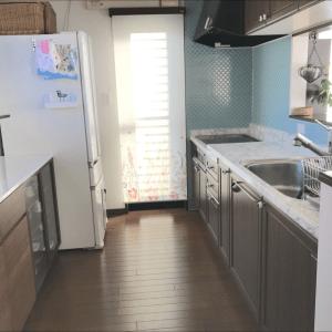 キッチンの調理台をステンレスから大理石柄に リメイクシートの貼り方