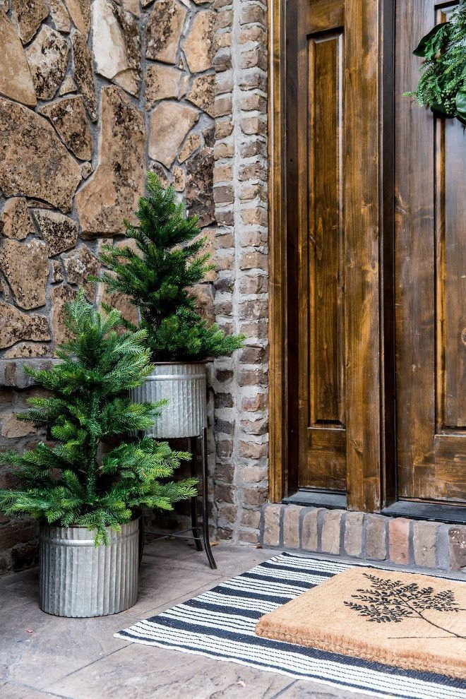 46 Adorable Christmas Porch Décoration Ideas #smallporchdecorating