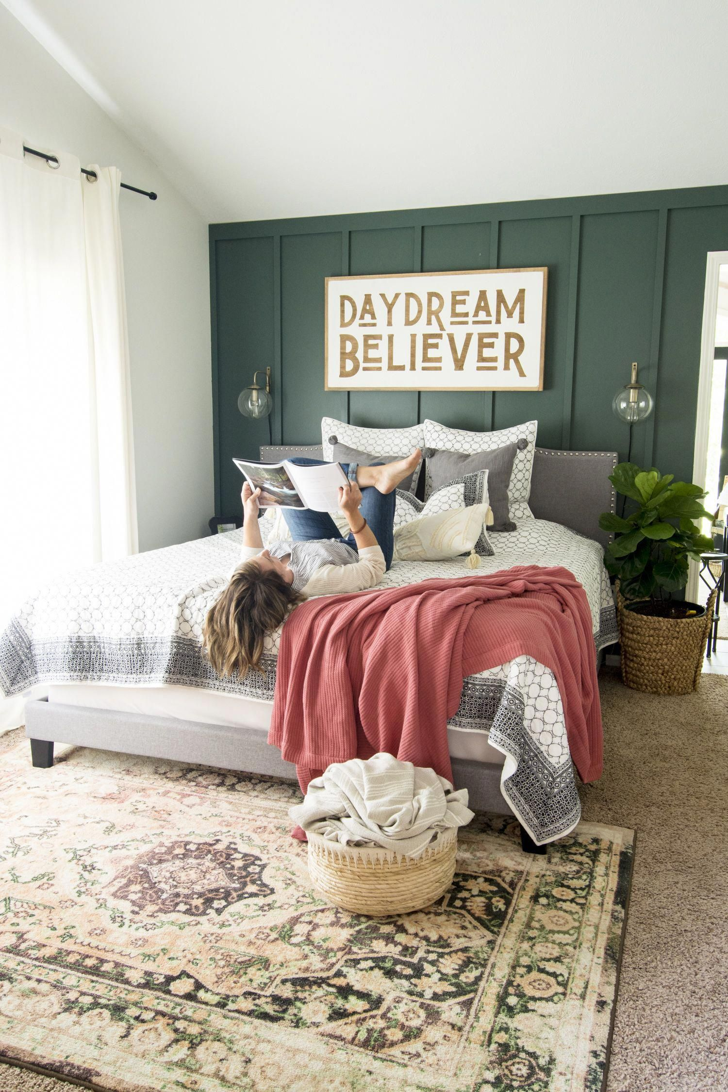 The modern farmhouse design style is a new classic. Here are 4 manageable and effortless ways to add touches of modern farmhouse fall decor in every room. #fromhousetohaven #falldecoratingideas #farmhousehomedecor #farmhousefalldecor #farmhousemasterbedroom