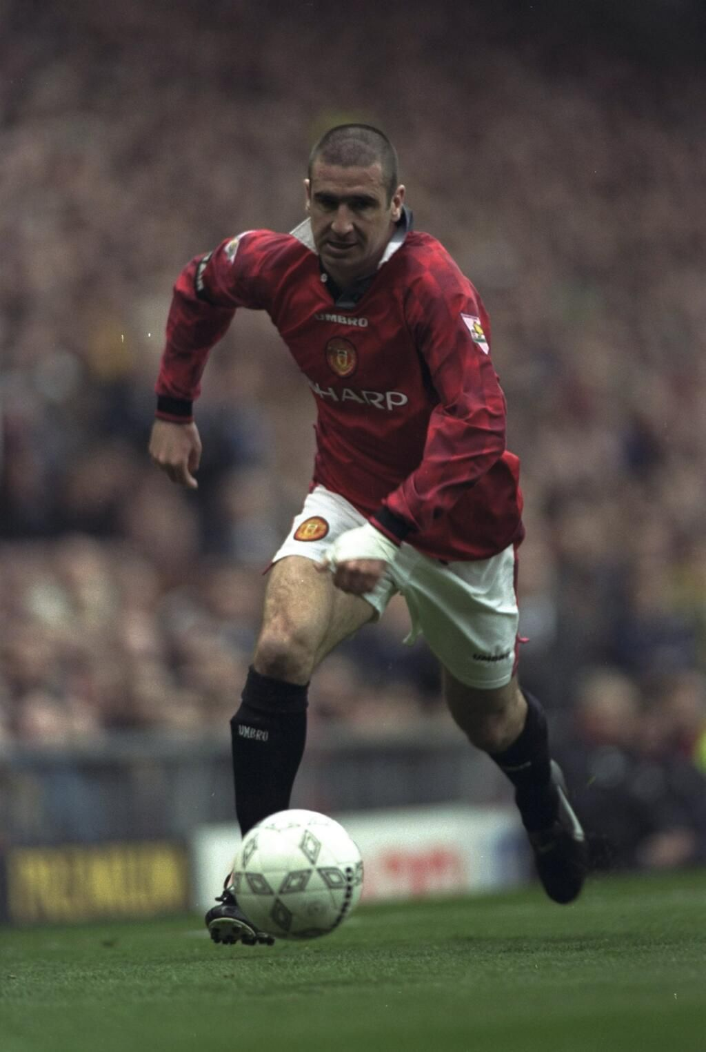 Eric Cantona, France (AJ Auxerre, Martigues, Olympique Marseille, Bordeaux, Montpellier, Nimes Olympique, Leeds United, Manchester United, France)