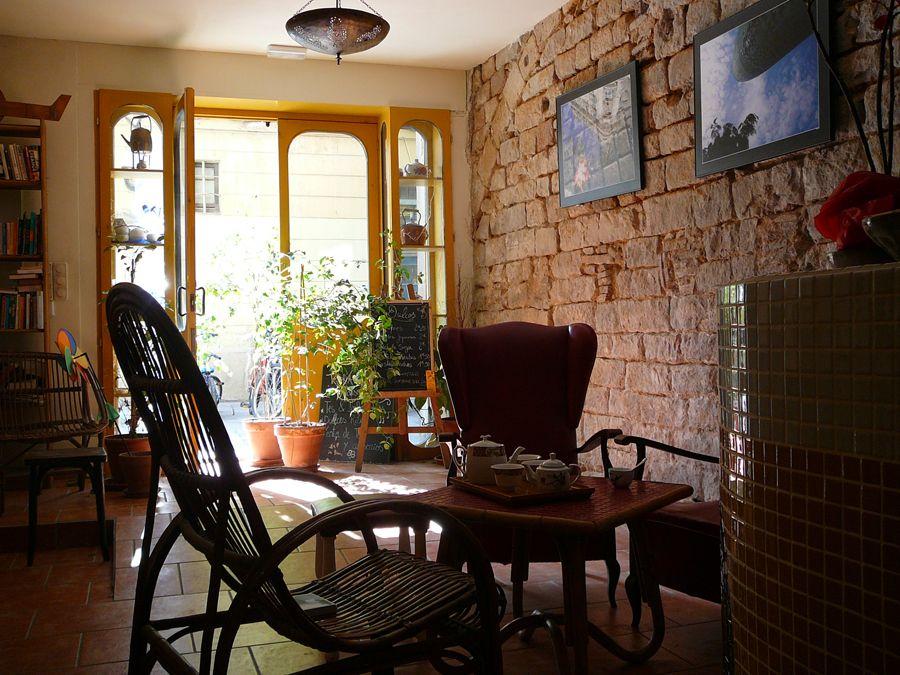 Caj chai teahouse blood sisters pinterest barcelona places and chai - Tea shop barcelona ...