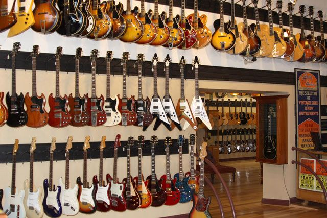 nashville 39 s gruhn guitar has one of the best collections of vintage guitars and used fretted. Black Bedroom Furniture Sets. Home Design Ideas