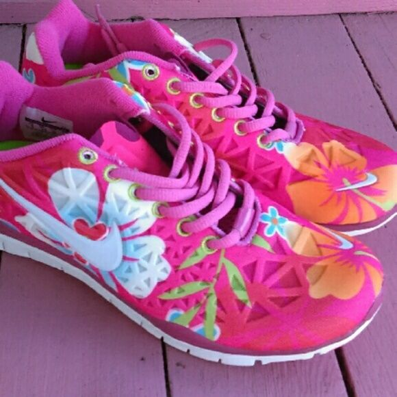 c7146a68752b New Women Nike Free run 5.0 V4 size US 8 hibiscus Brand New Women Nike Free  run 5.0 V4 size US 8 in pink hibiscus flower