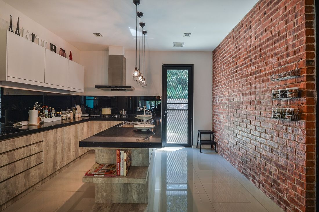Rustic look red brick wall the highlight of the kitchen for Feature wall interior design