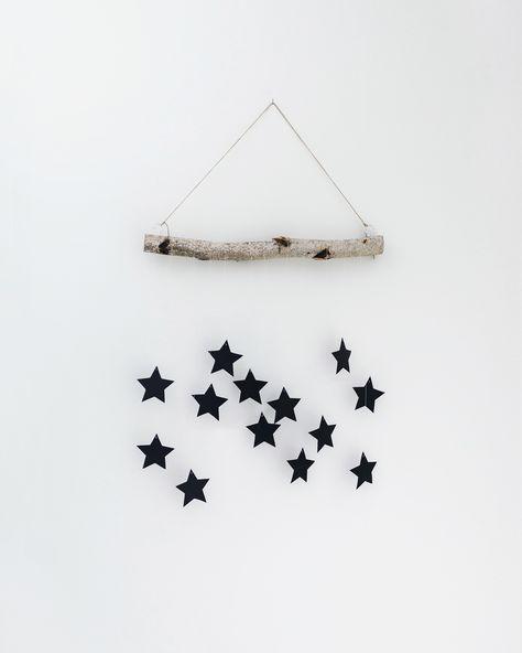 DIY TUTORIAL: Moderne Weihnachtsdeko mit Sternen und Holz im skandinavischen Stil. Dieser schlichte Wandschmuck verzaubert jeden!