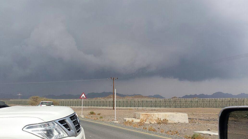 #شبكة_أجواء : #الإمارات : قاعدة ركامية على #الحنية #الفجيرة من #المطارد_عاشق_المطر  @g.s.chasers  @alyasatnet