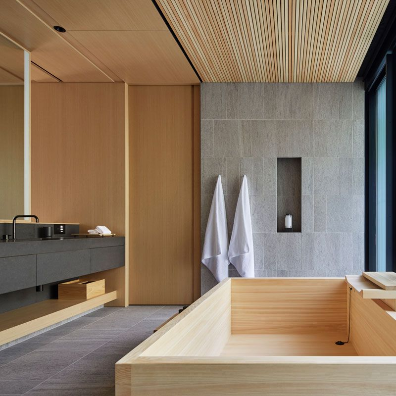 This Room Gets A Sense Of Japanese Modern From Its Wooden Walls And Stoned Shower Japanese Home Design Japanese Modern House Japanese Style Bathroom