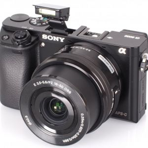 Sony Alpha 5100 Is The Smallest Aps C Camera With A Built In Flash Engadget Mirrorless Camera Camera Sony Alpha
