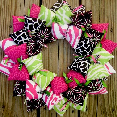 pink_green_and_black_girl_s_decoration_fabric_wreath_55351fd2.jpg (496×500)