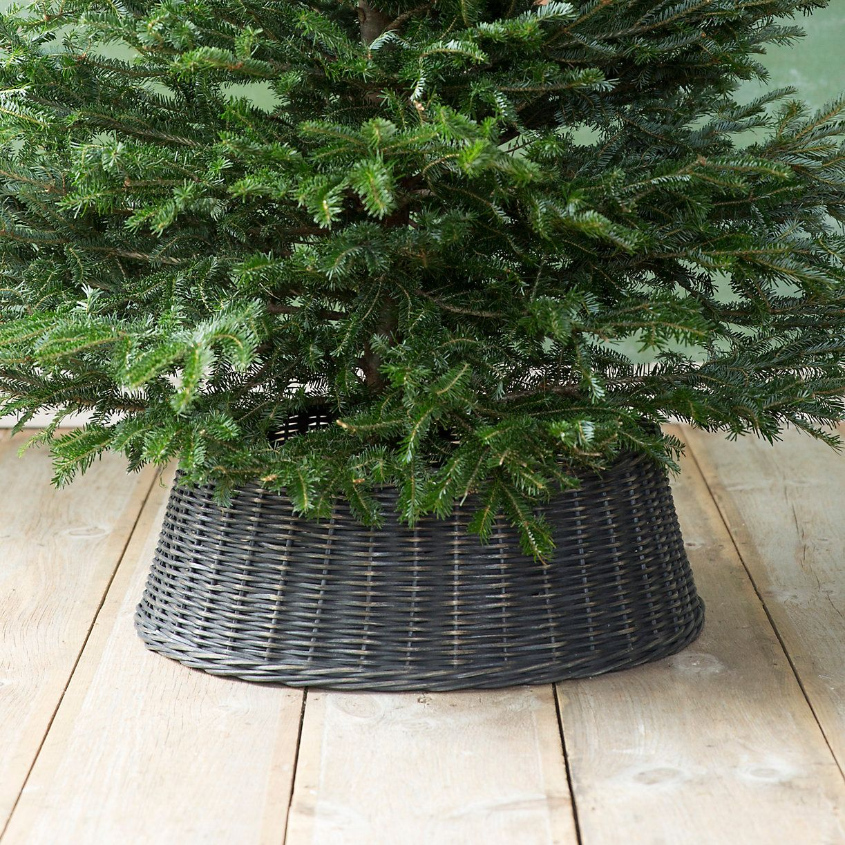 Wicker Basket Tree Skirt Black