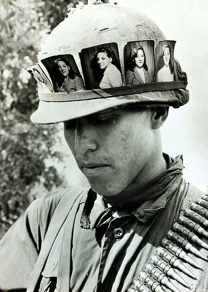 Cu Chu May Vietnam War Soldier Keeps Girlfriends Pictures On His Helmut Vietnam War American Soldiers Vietnam War Photos