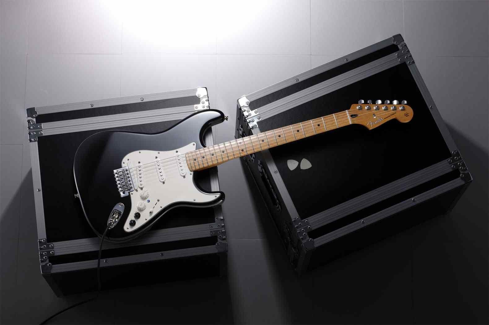 G 5 Vg Stratocaster Stratocaster Powered By Roland Cosm Technology Roland Telah Mengukir Sejarah Teknologi Gitar Den Fender Stratocaster Gitar Fender Gitar