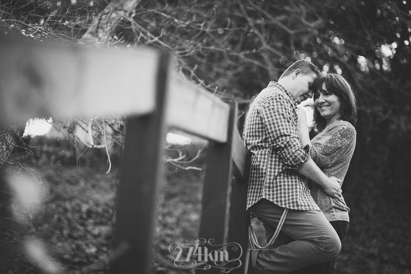 Sesi n de fotos de pareja picnic en el bosque barcelona - Fotos de parejas en blanco y negro ...