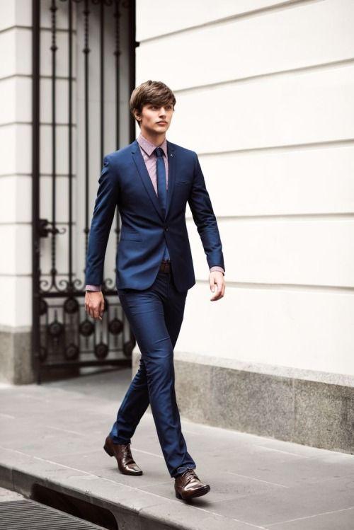 男性のファッション, ファッション写真, メンズファッションブログ, メンズファッションスタイル, ファッションブログ, スリムフィットスーツ,  ネイビースーツ,