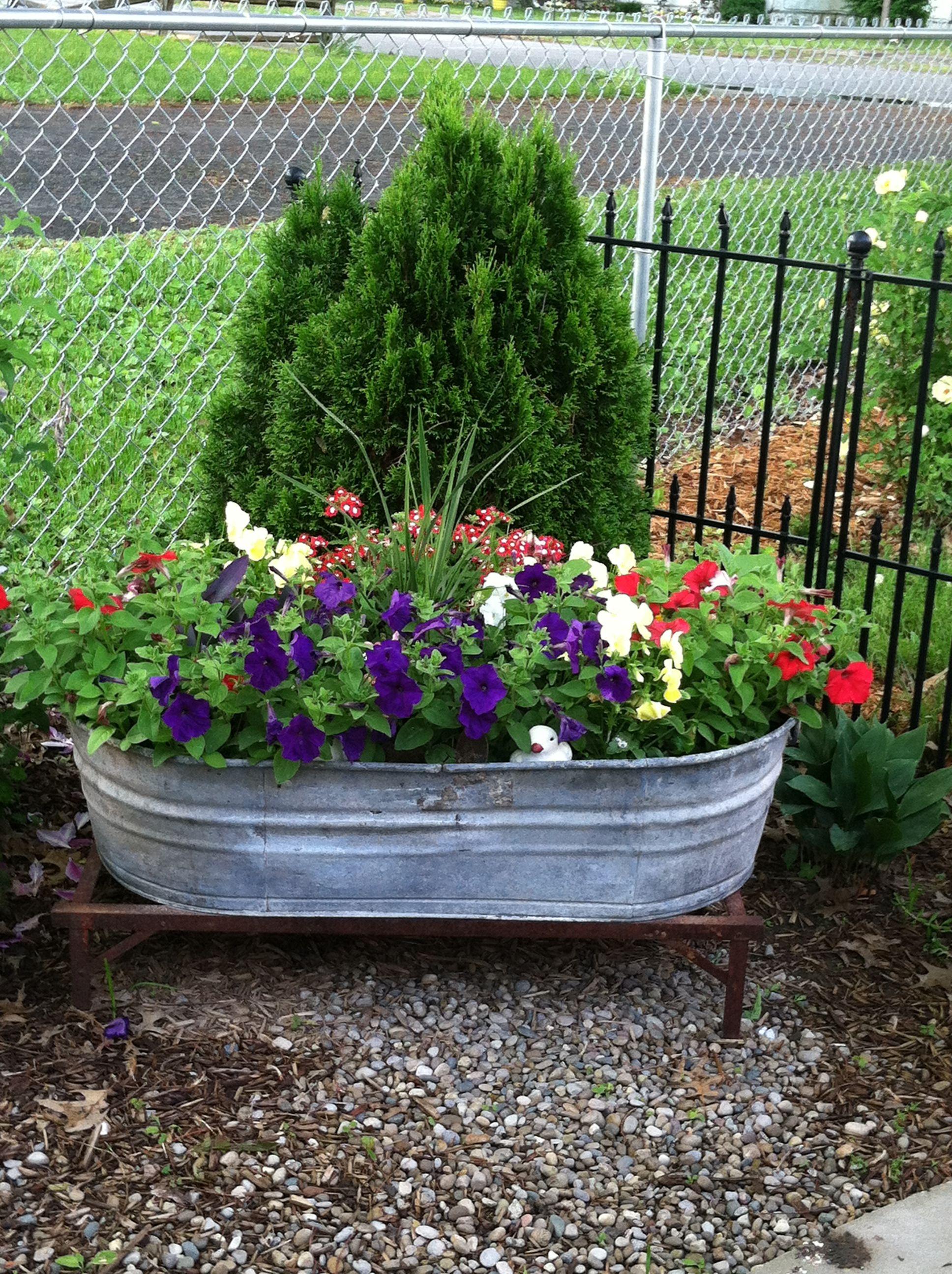 Antique Washtub On Metal Stand Container Gardening Diy Garden Plants