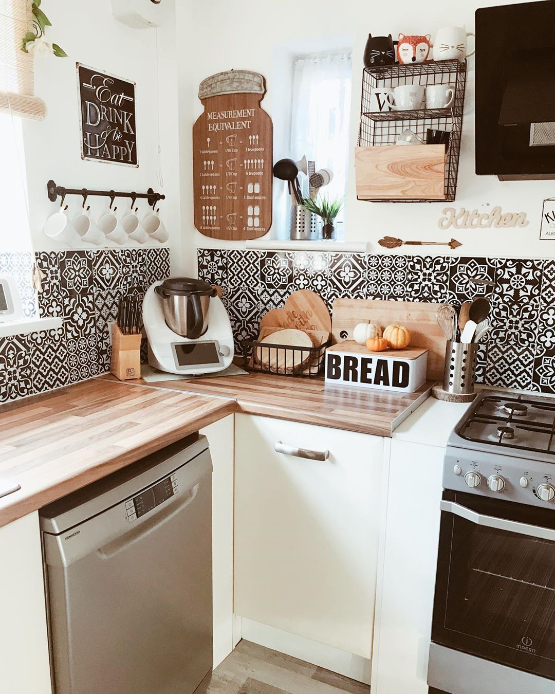 Love The Black And White Pattern Backsplash In This Kitchen Design