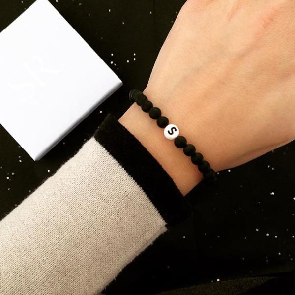 ARMBAND Perlenarmband Glasperlen Grau Buchstabe Initialen Roségold Geschenkidee