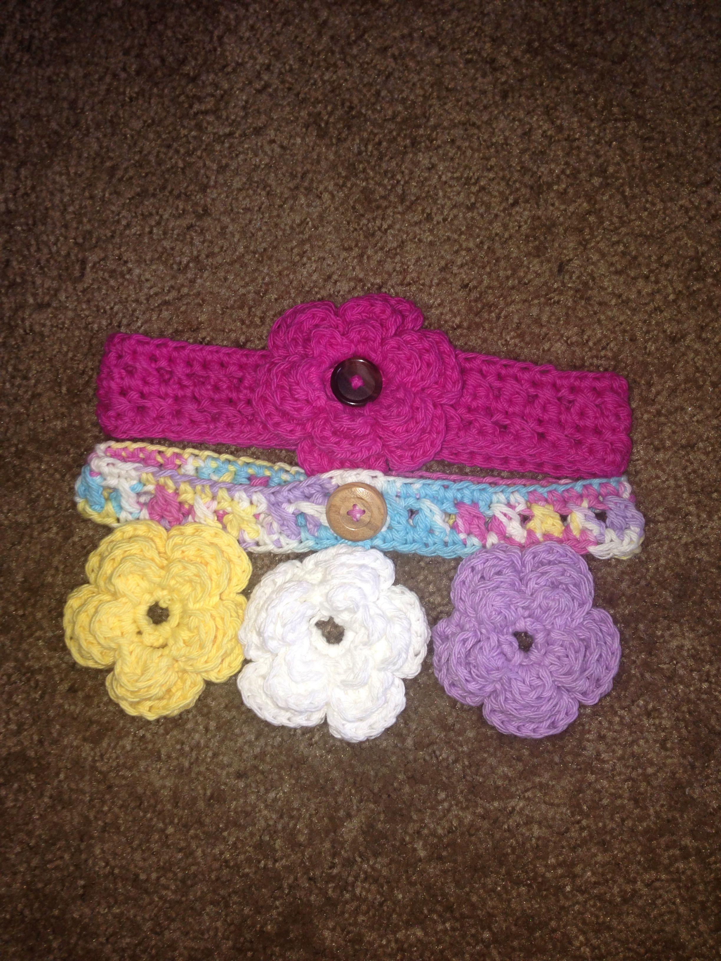 Baby crochet headband with detachable flowers