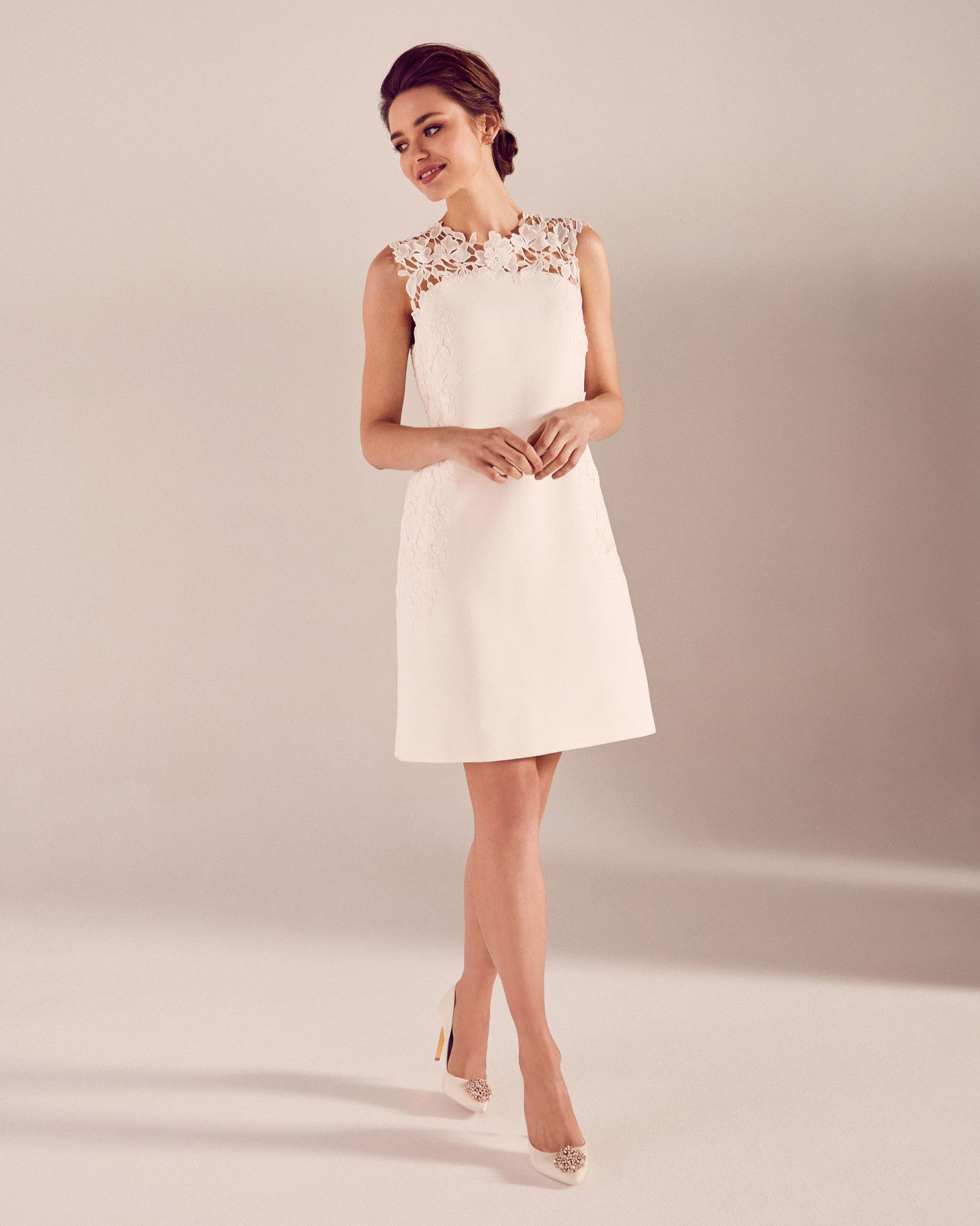 ed95ae6ad423e Embroidered lace shift dress - White
