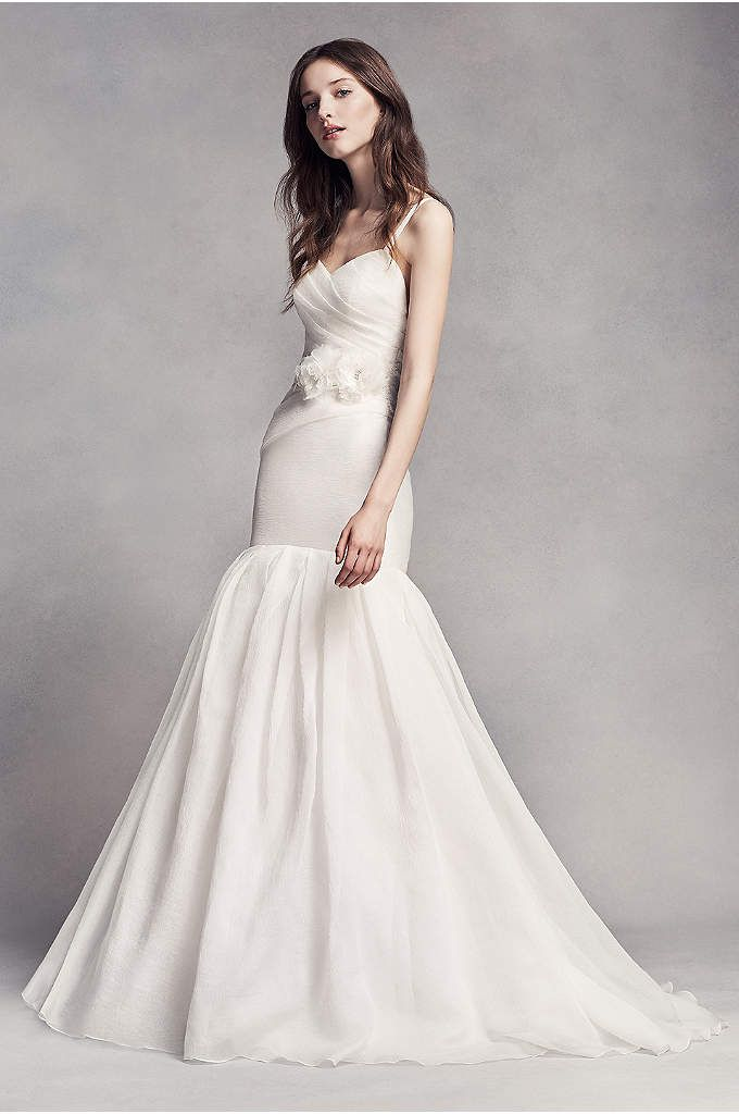 David S Bridal Offers All Wedding Dress Gown Styles Including Mermaid A Line Ball Gown Wedding Dresses At An Affordable Price Book An Wedding Dress Organza Vera Wang Bridal Wedding Dresses