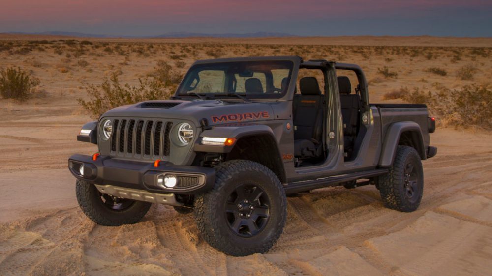 2020 Jeep Gladiator Mojave Gets High Speed Desert Driving Upgrades In 2020 Jeep Gladiator Jeep Mojave