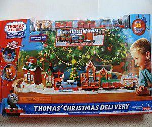 Thomas Christmas Train Set.Battery Operated Thomas Christmas Delivery Train Set