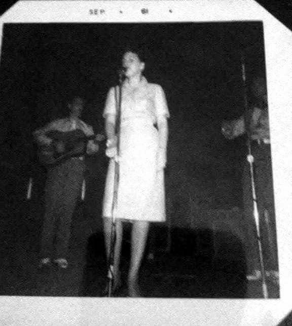 Patsy Cline on stage in 1961