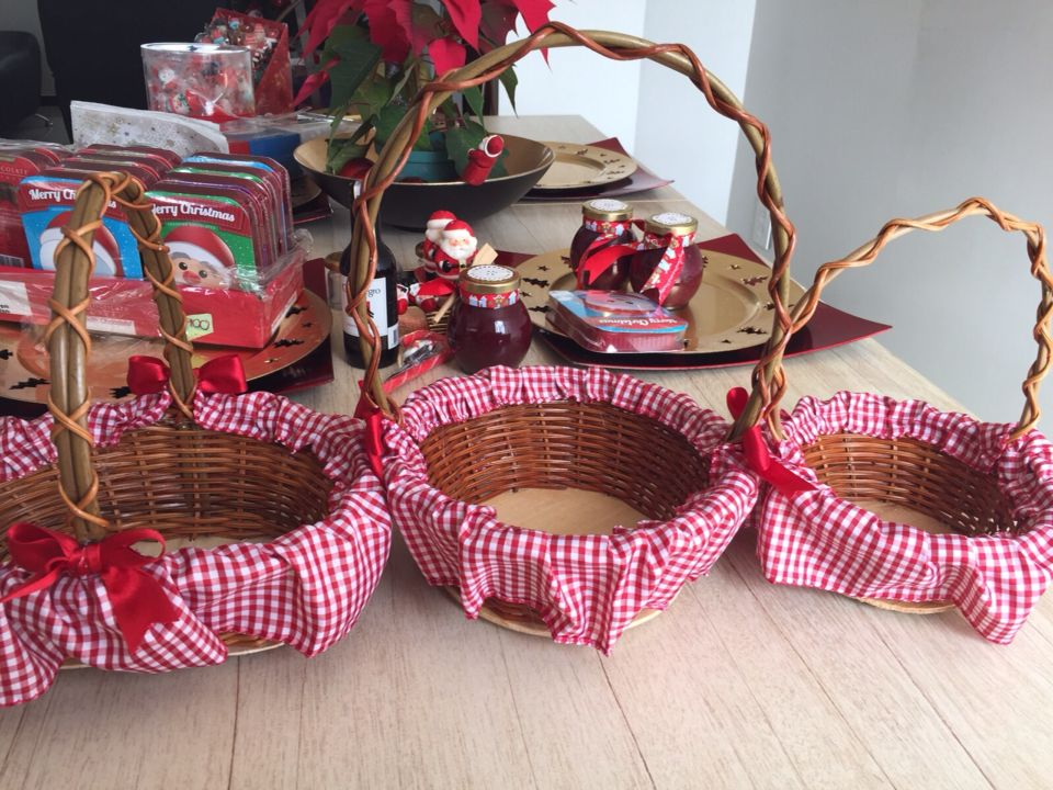 Canastas navide as canastas christmas gifts y gift baskets - Decorar regalos navidenos ...
