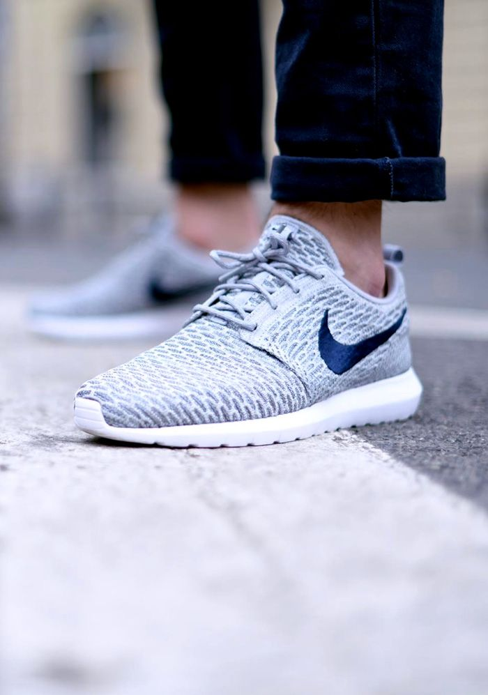 womens nike flyknit roshe run black blue