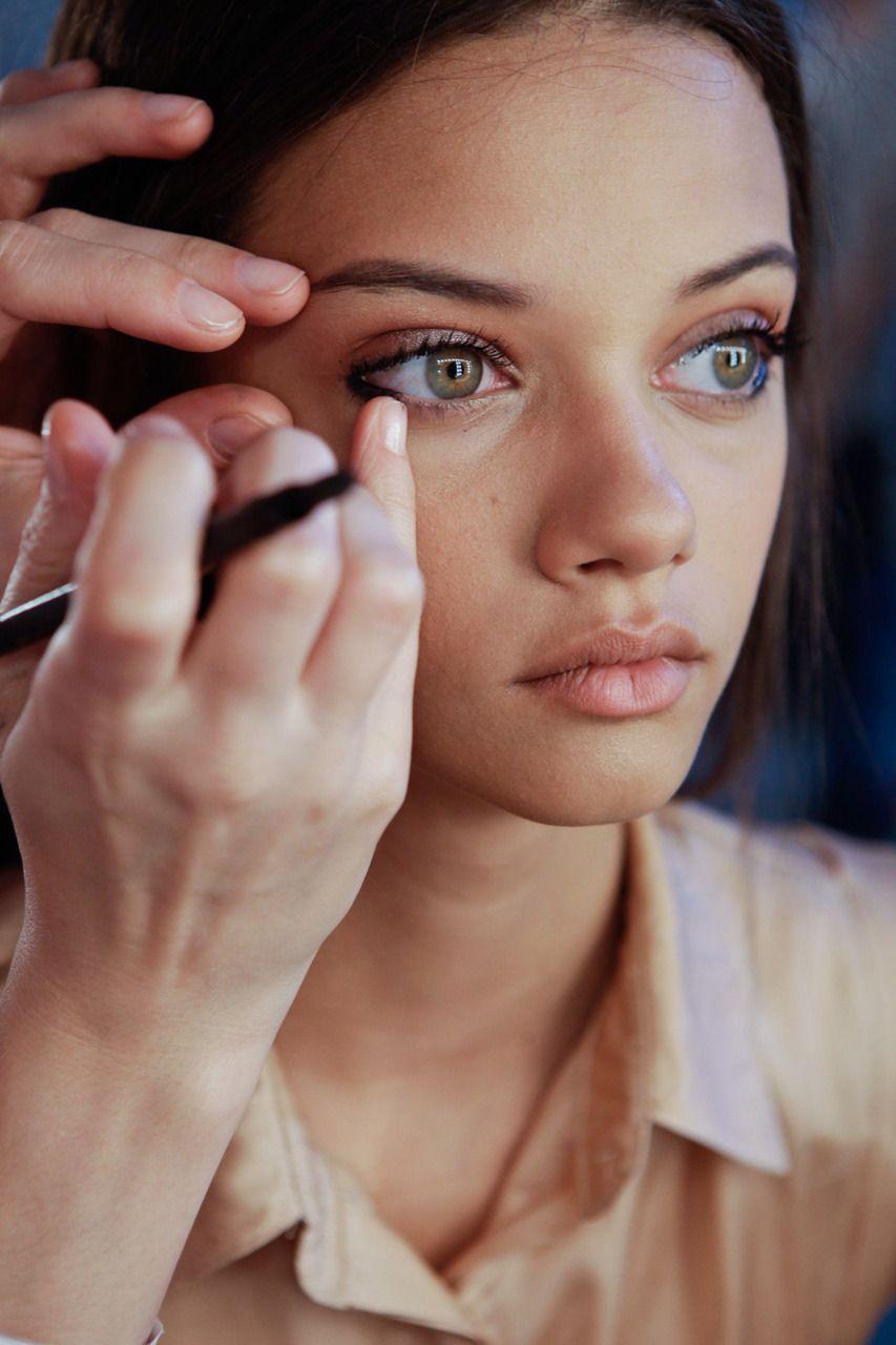 Big eyes: features of makeup