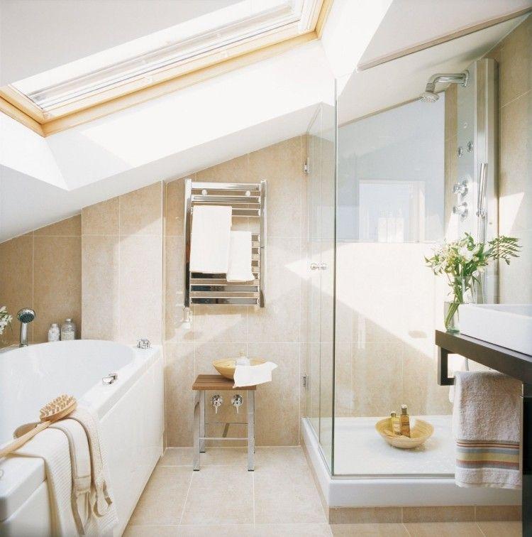 kleines badezimmer mit dachschr ge badewanne und glasdusche wohnideen pinterest. Black Bedroom Furniture Sets. Home Design Ideas