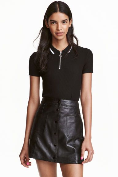 ca8fe6b30ad587 Cropped polo shirt  Cropped polo shirt in soft ribbed viscose with a collar  and a zip at the top.