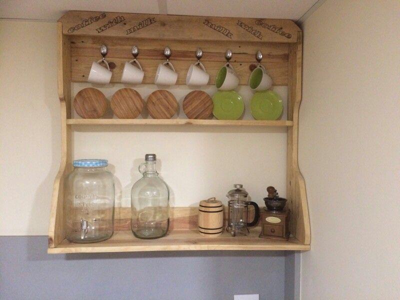 Peque o mueble de cocina madera de palet mis chapuzas for Mueble realizado con palet de madera