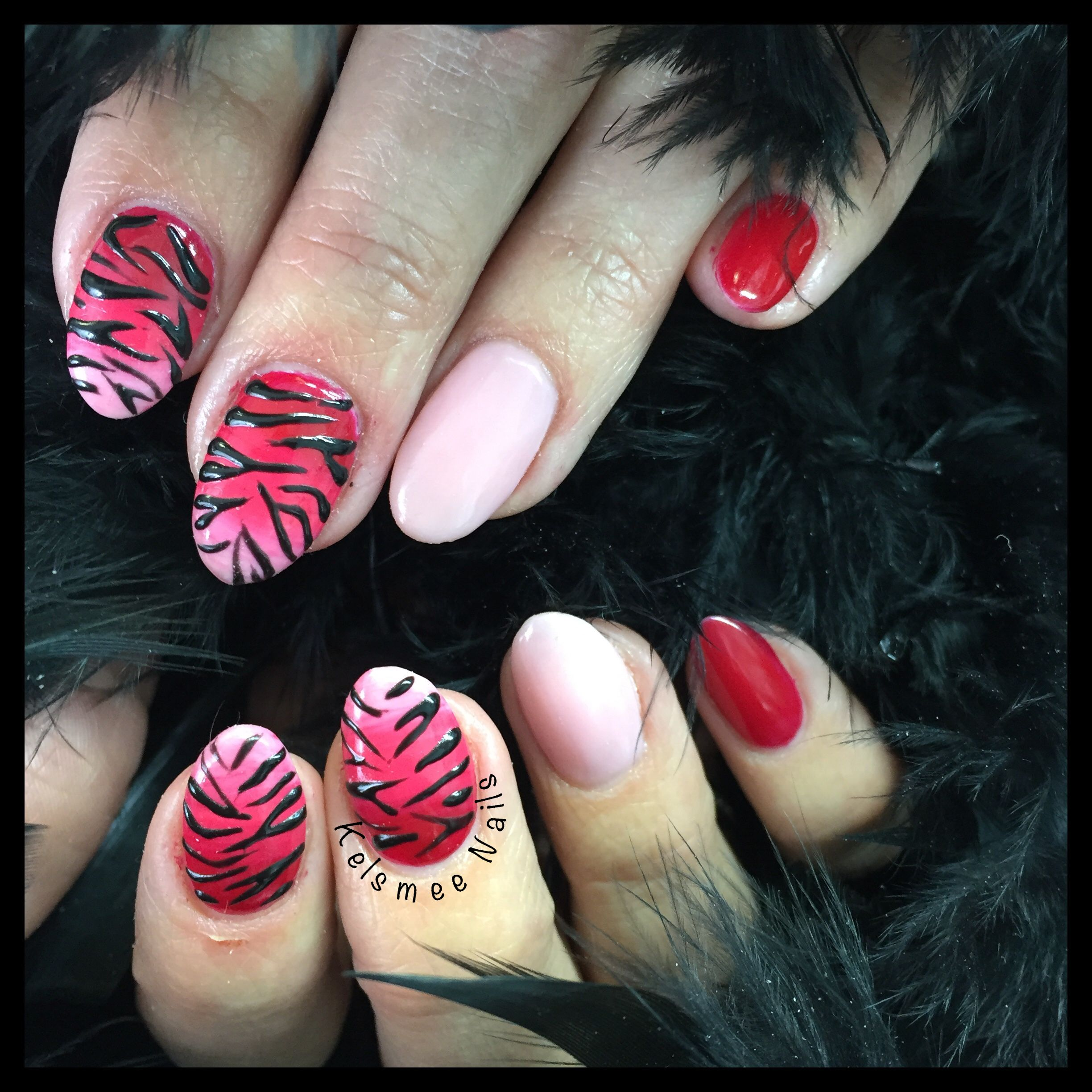 acrylic nails with gelopolish overlay en gelpaint, red pink nails with zebra nailart