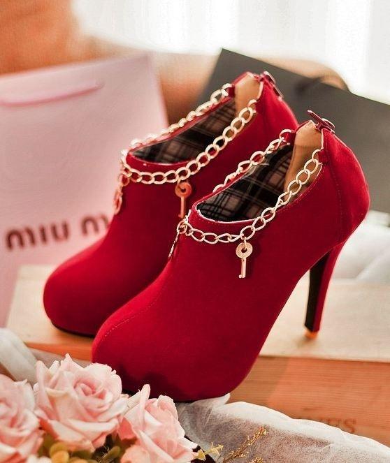 3c4319d712 Sapato de Camurça com Salto - Comprar em Raylim Modas