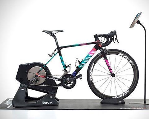 Bisiklet Antrenmanlarinizi Oyuna Cevirin Zwift Teknolsun Bike