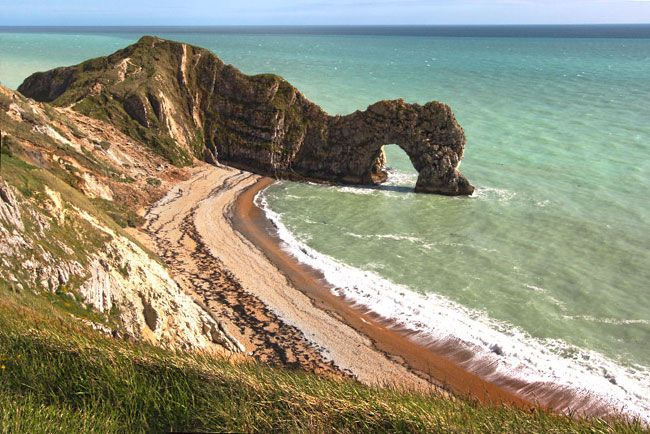 Durdle Door carved by eons of waves and weather separates Man Ou0027 War : durdle doors - pezcame.com