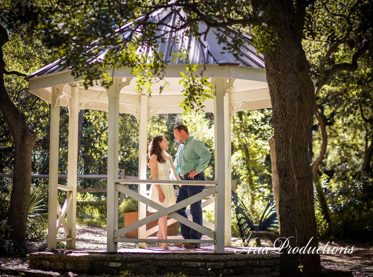 Jaime Jessica Engaged At Zilker Botanical Garden Austin Texas Botanical Gardens Botanical Garden