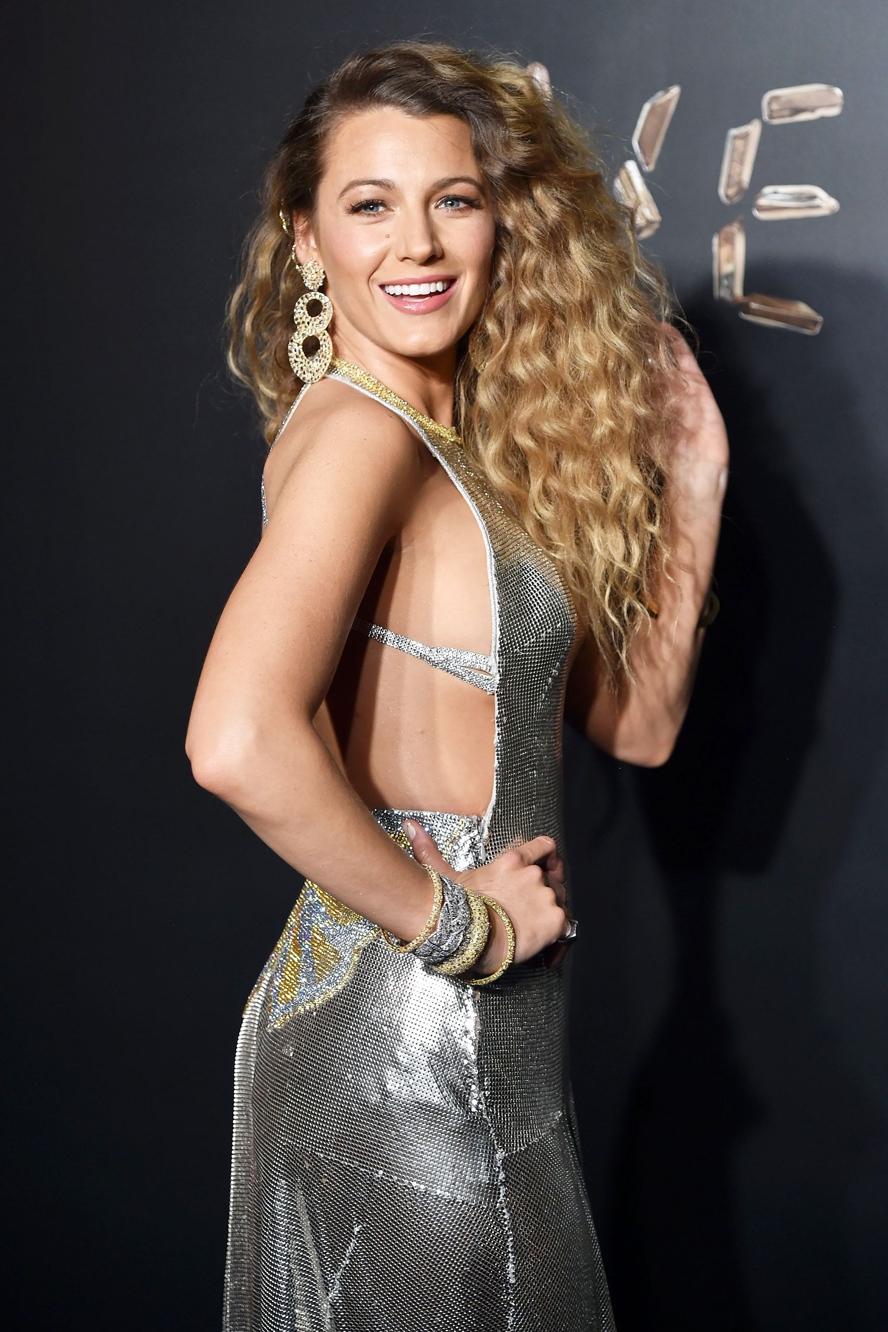 1888397e Blake Lively Goes Glam for the Versace Show, Plus Beyoncé, Kelly Clarkson &  More