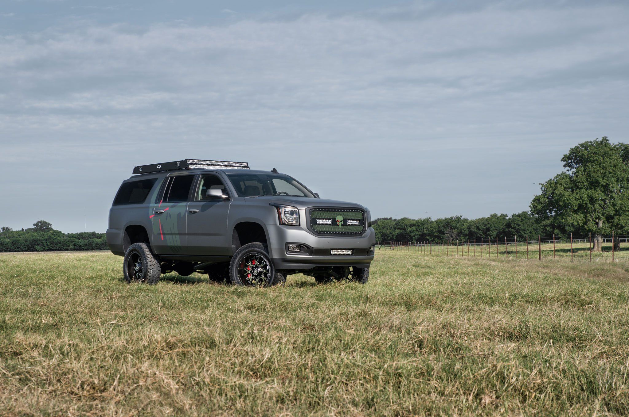Off Road Modified Gmc Yukon Xl With Mud Tires And Roof Rack Gmc Yukon Gmc Yukon Xl Gmc