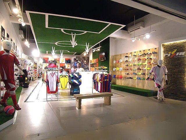 Fisik Beyond Sport Retail Store Mall Lippo Cikarang Loja De Futebol Lojas Esportivas Vitrines De Lojas