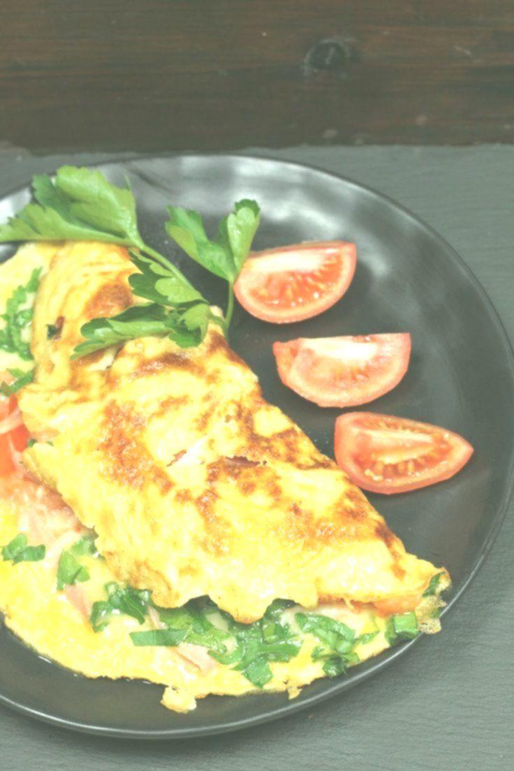 Omelette mit Schinken, Käse und Tomaten -
