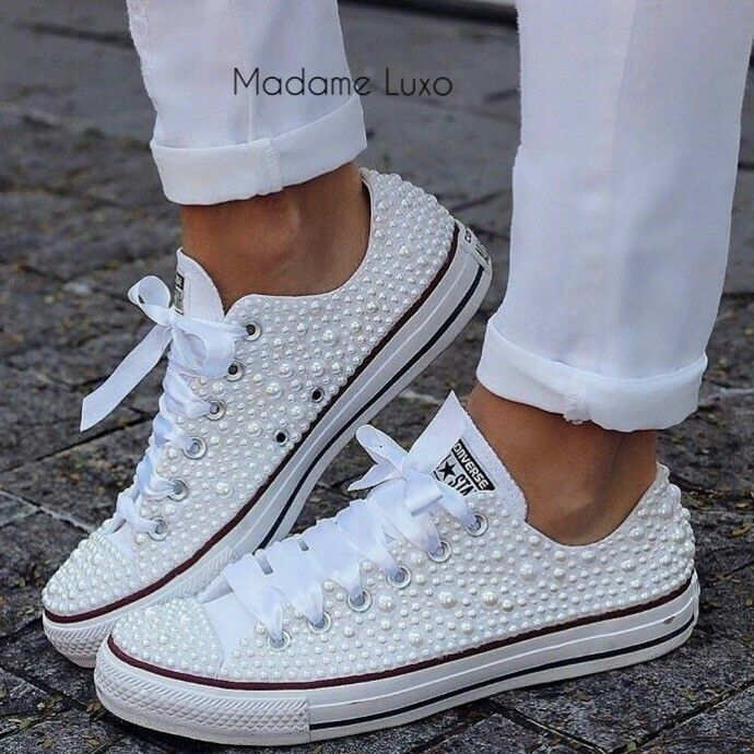 Blinged Converse Converse bryllupssko, Brudevandsko  Converse wedding shoes, Bride sneakers