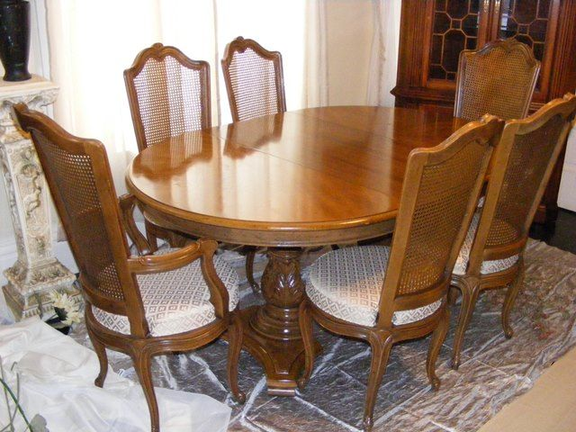 Antique Henredon Dining Table With 6 Chairs Matching Hutch Available