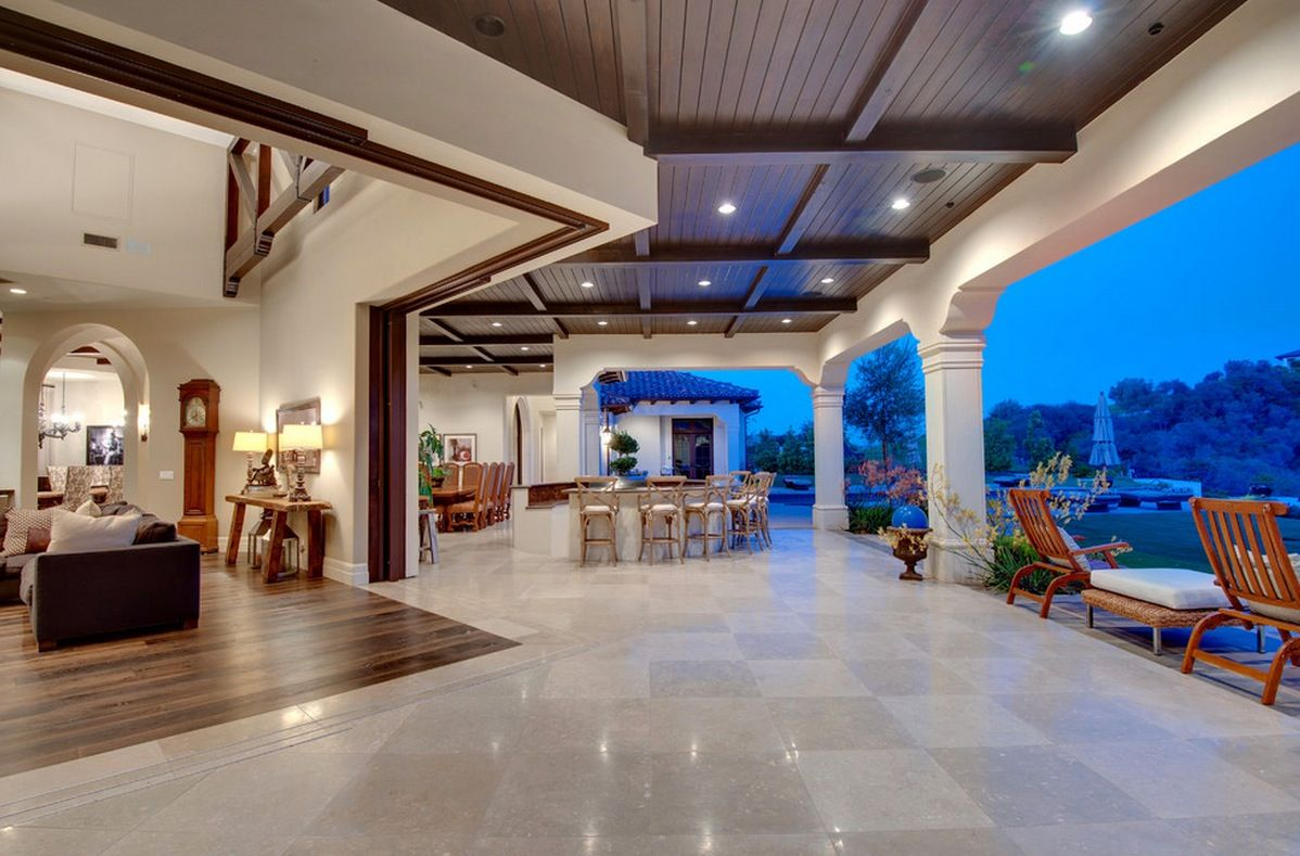 Travertine outdoor lanai 10 luxurious ways to decorate with travertine in your interiors