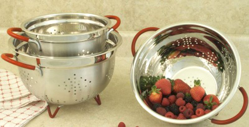 Cookpro 257 Stainless Steel 3Qt Colander with Red Handles An. This Stainless Steel colander is an essential piece in any kitchen and provides for a variety of uses from draining pasta to rinsing fruits and vegetables. Includes a mirror polished interior and satin finished exterior. The handles and feet are coated with vibrant red silicone to provide secure grip as well as a slip resistant surface on the counter or sink.