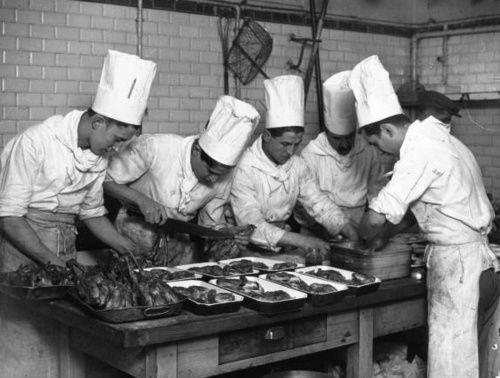 Quand les Gallicanautes se mettent aux fourneaux  Parmi les mille et une façons d'utiliser les ressources de Gallica, il en est une dont témoigne la blogosphère culinaire : les cordons bleus du web dénichent des recettes dans la bibliothèque numérique de la BnF !