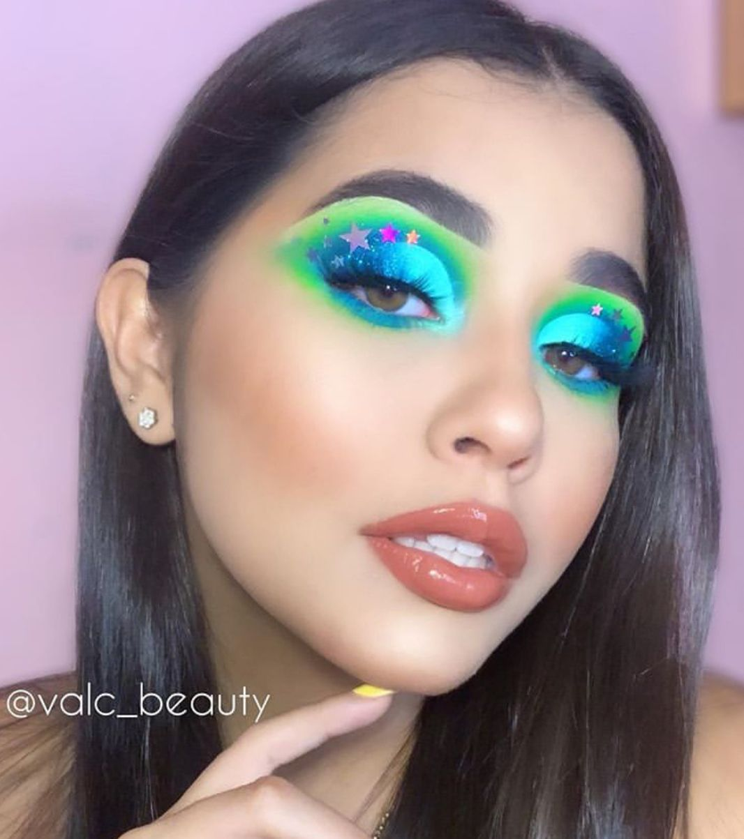 Now This Is A Look For The City Of Neon Lights Valc Beauty