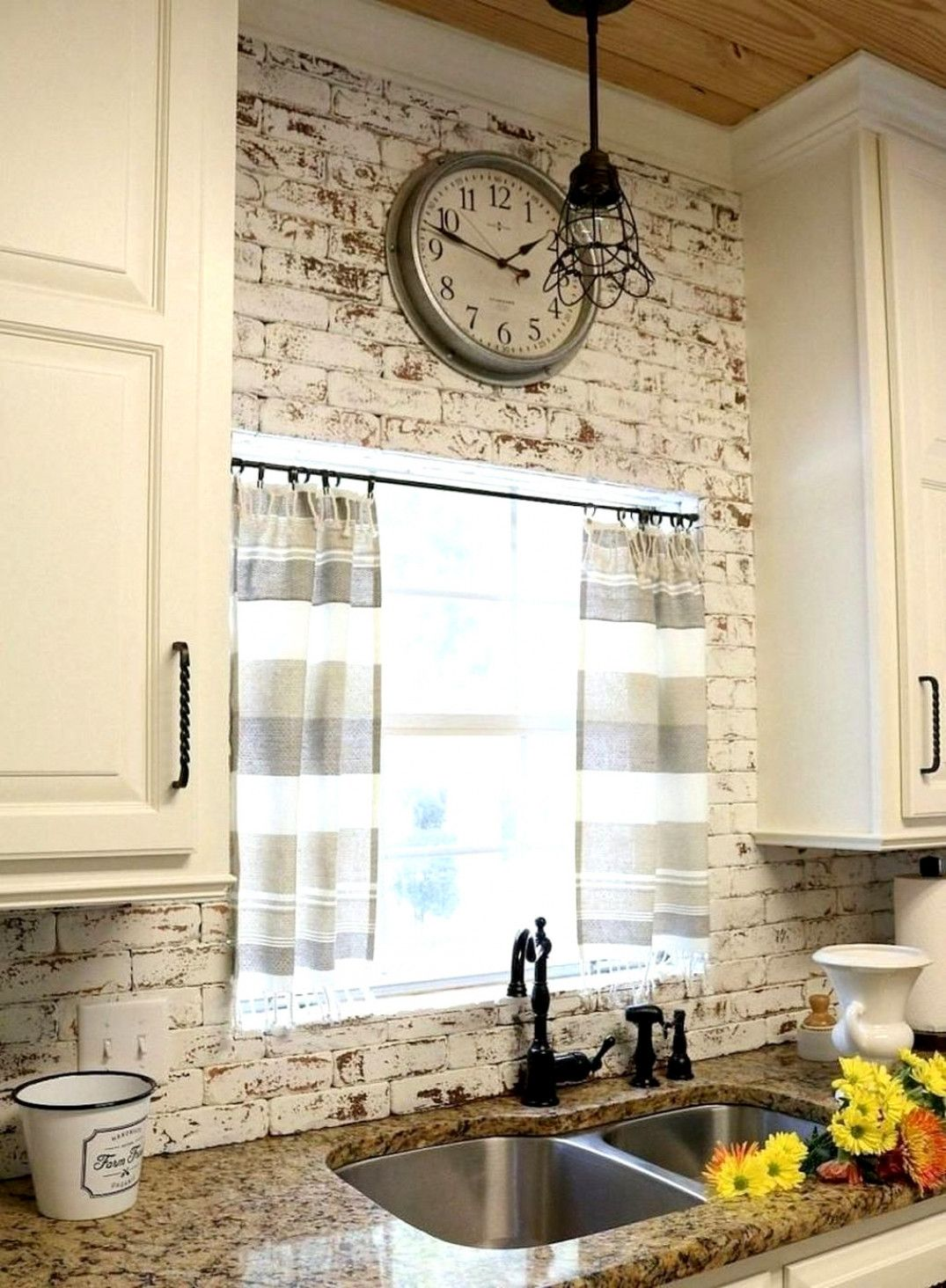 Cute Farmhouse Kitchen Backsplash Ideas 42 Whitekitchen Rustic Kitchen Backsplash Rustic Farmhouse Kitchen Rustic Kitchen