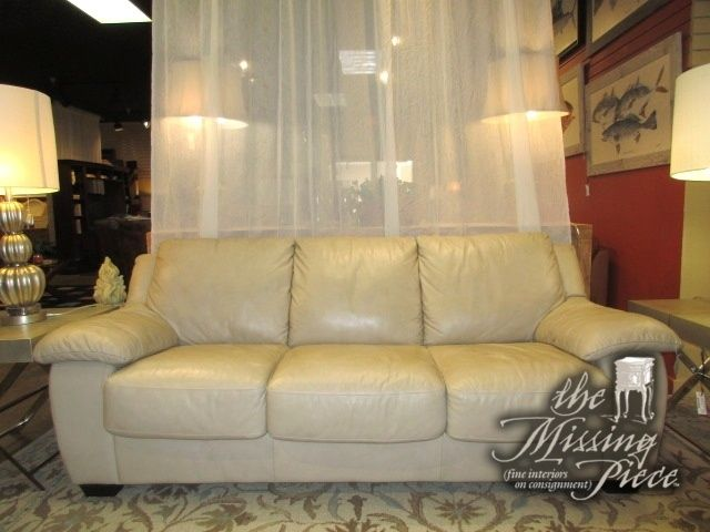 Italsofa Queen Sized Sleeper Sofa In Cream Leather Great Piece To Have In Your Home For Overnight Guests Sits Quite Queen Size Sleeper Sofa Sleeper Sofa Sofa
